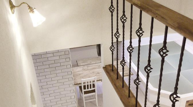 アクセントになるアイアン装飾階段