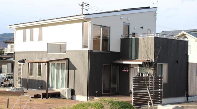 テラス&デッキのある 開放的なウッドモダンスタイルハウス